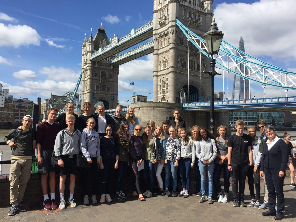 Die Q1a vor der Tower Bridge